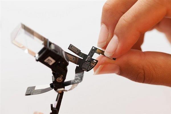 肢解谷歌眼镜:内部结构简单得出人意料(高清组图)